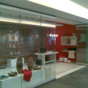 CAPE QUARTER FROST GLASS WALLS